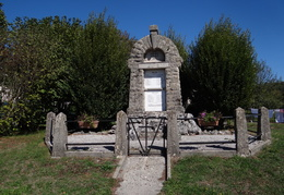 Monument aux morts de Verges (39)